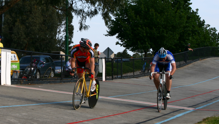Rob Tidey had a classic race against Steelie